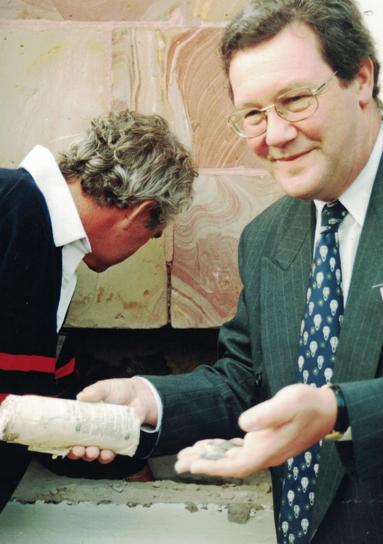 Mr. Alexander Downer (then Federal Minister for Mayo) retrieves the time capsule